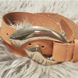 🥳 Vintage tan leather belt with brass buckle,  M